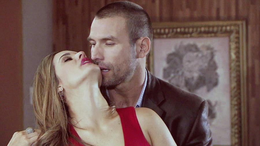 Rafael Amaya, Sabrina Seara, besándose, El Señor de los Cielos Tercera Temporada