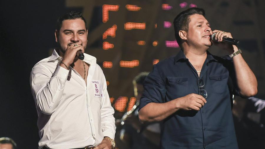 Banda Sinaloense MS de Sergio Lizarraga en los ensayos de Premios Tu Mundo 2015