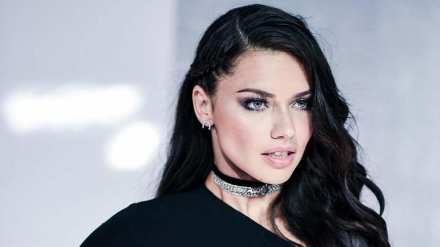Adriana Lima Alfombra Roja Premios Billboard 2016