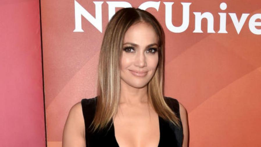 Jennifer Lopez presumiendo su nuevo corte de cabello