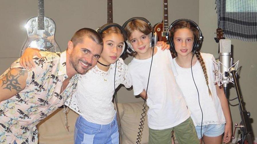 Juanes con sus hijos