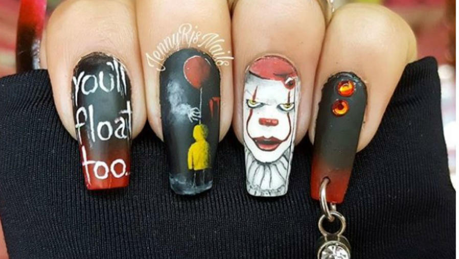 "Uñas decoradas con ""It"""""