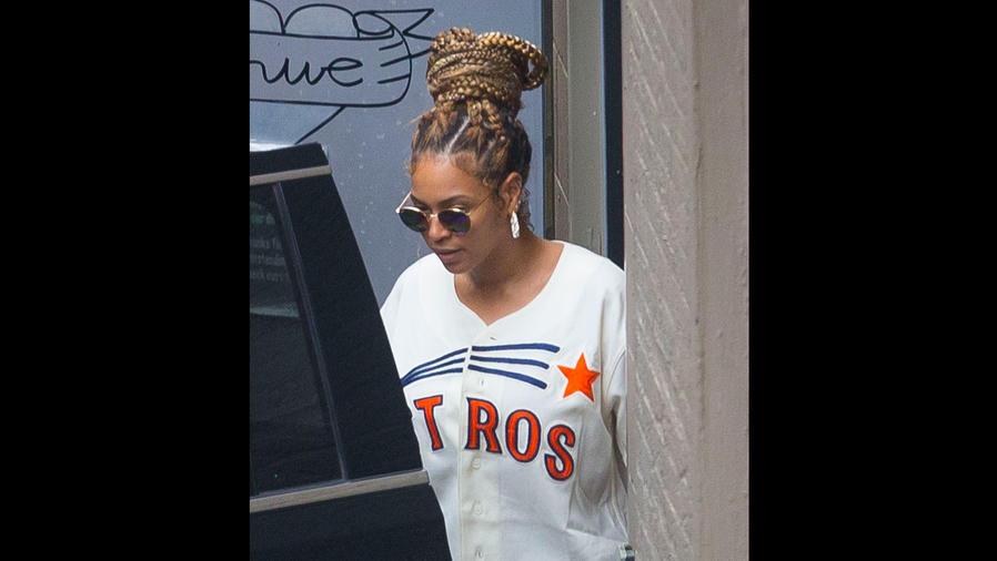 Beyoncé con camiseta de los Astros
