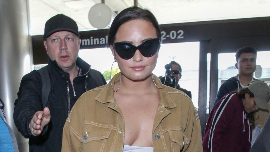 Demi Lovato con escotazo