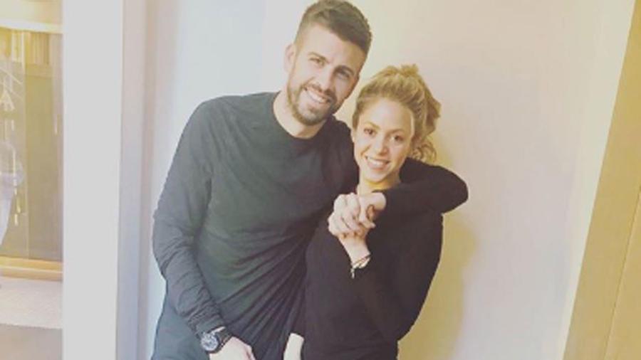Shakira y Gerard Piqué abrazados