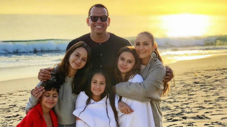 Alex Rodriguez y Jennifer Lopez con sus hijos