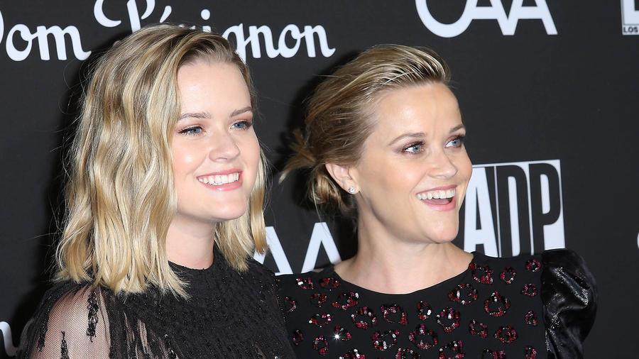 Reese y su hija Ava parecen hermanas