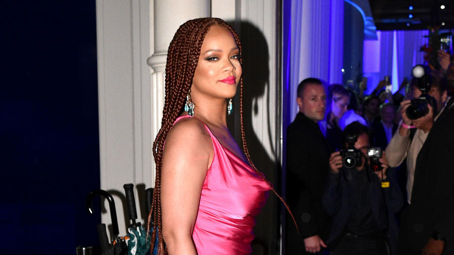 Rihanna vestido rosa
