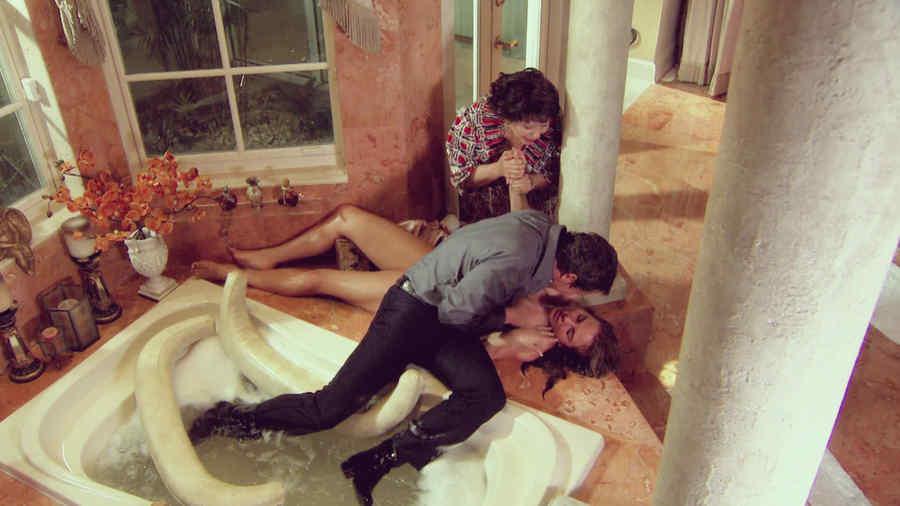 Kate del Castillo, Tony Dalton, Adriana Barraza, tratando de salvarle la vida, Dueños del Paraíso