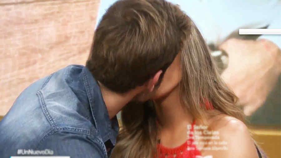 Gabriel Rossi besando a Isabella Castillo