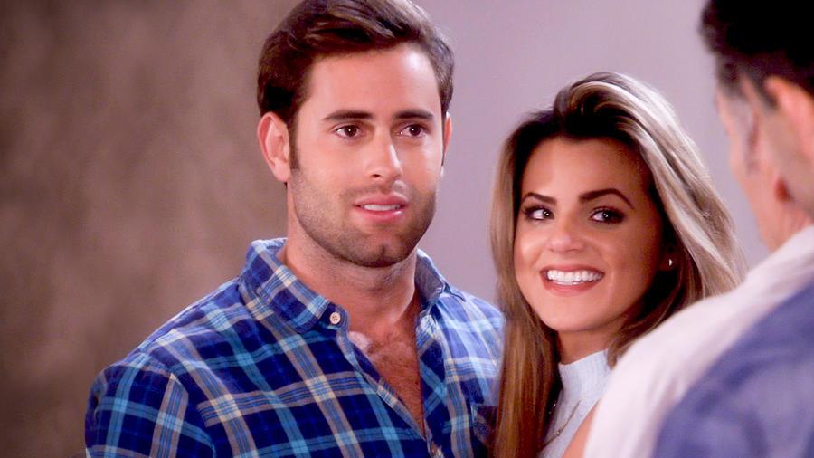 Gabriel Rossi e Isabella Castillo sonriendo en Tierra de Reyes