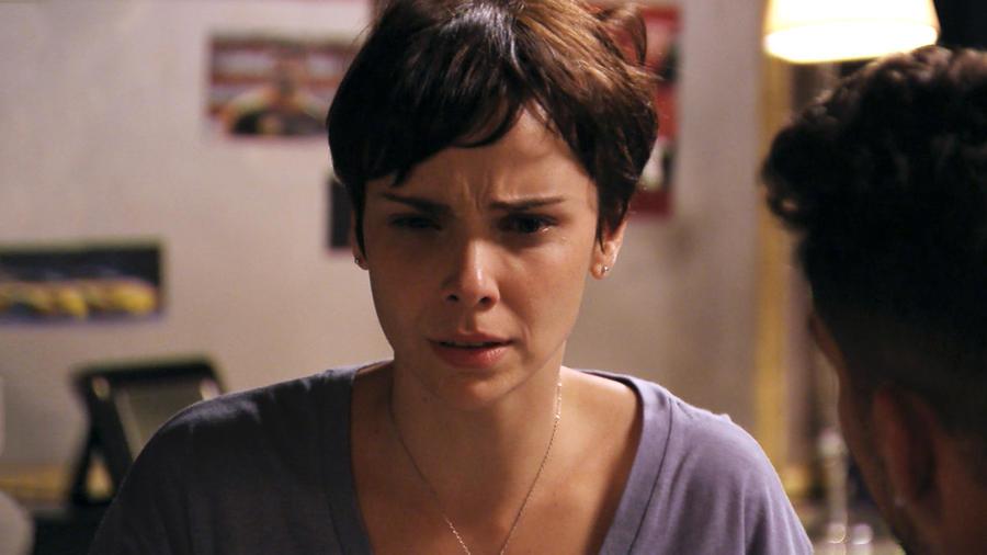 Débora Falabella llorando en Avenida Brasil