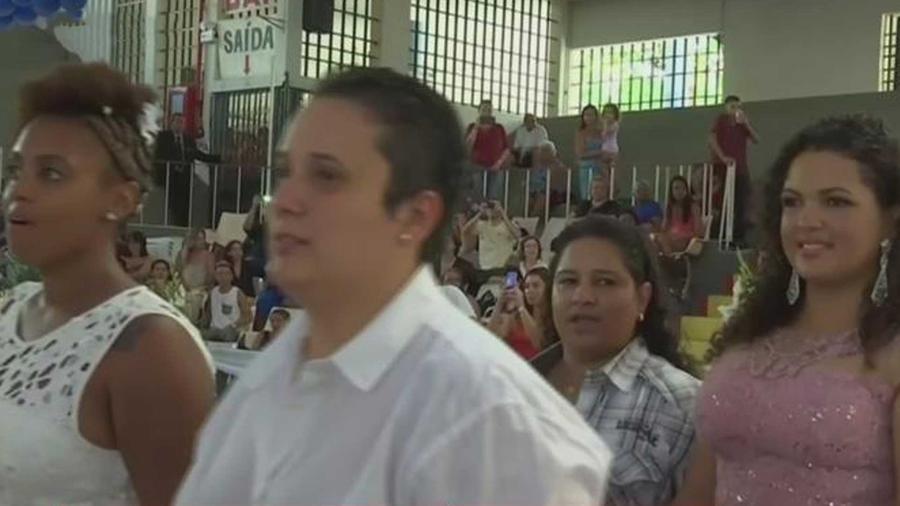 se llevo a cabo una boda masiva de 180 parejas del mismo sexo en brasil