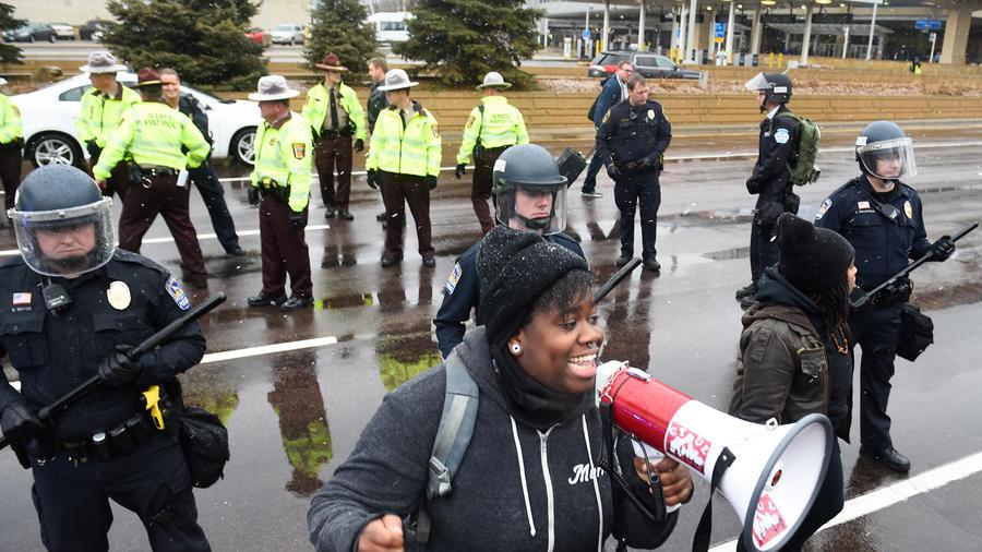 manifestantes-por-muerte-afroamericano