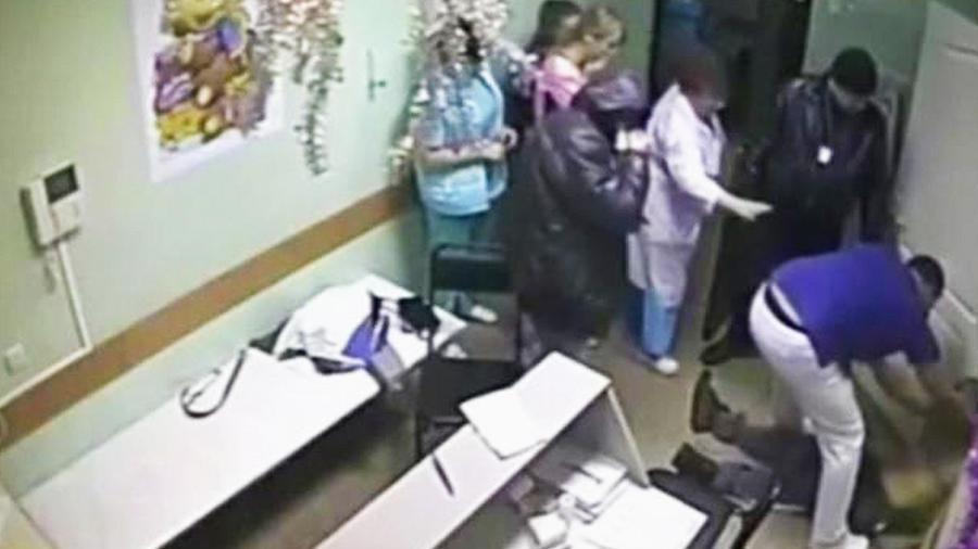 acusan a medico por matar paciente agredio enfermera