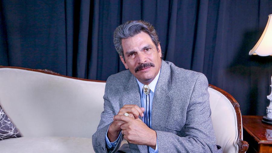 Roberto Mateos como Pancho Pan en Eva La Trailera
