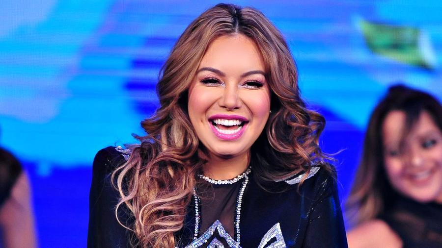 """Chiquis Rivera presenta su sencillo """"Aprovéchame"""" en  """"¡Qué Noche! Con Angélica y Raúl"""""""