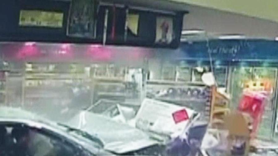 mujer se salva de morir atropellada en tienda