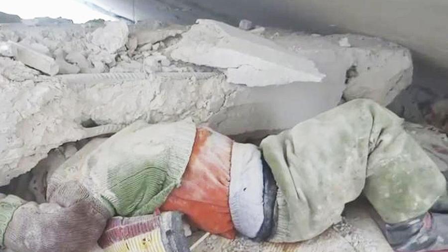 niño sirio atrapado escombros