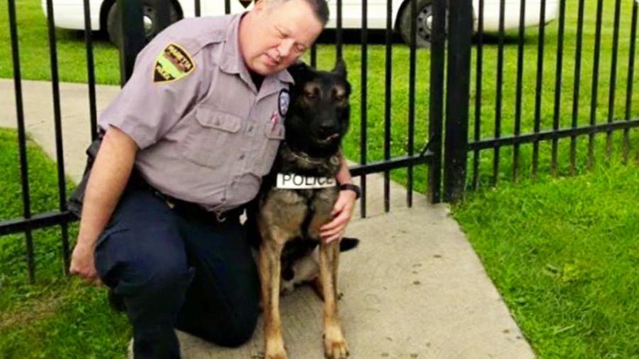 agente con su perro policia