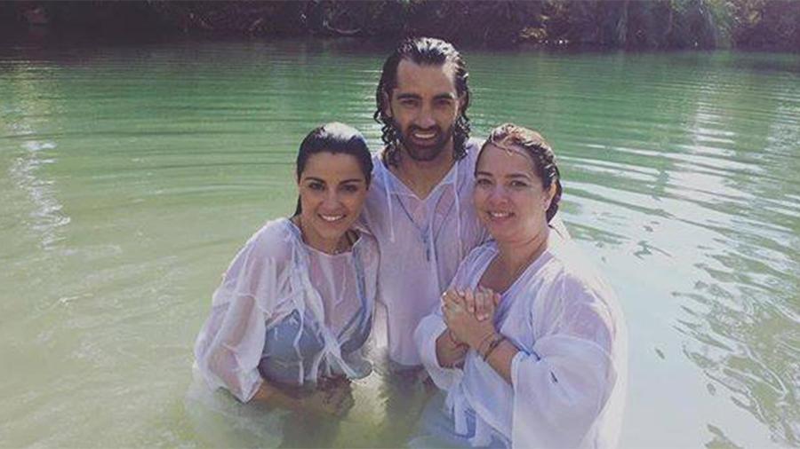 Maite junto a Toni Costa y Adamari López