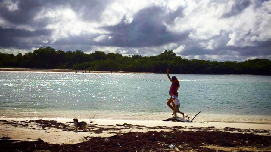 paulina rubio en la playa