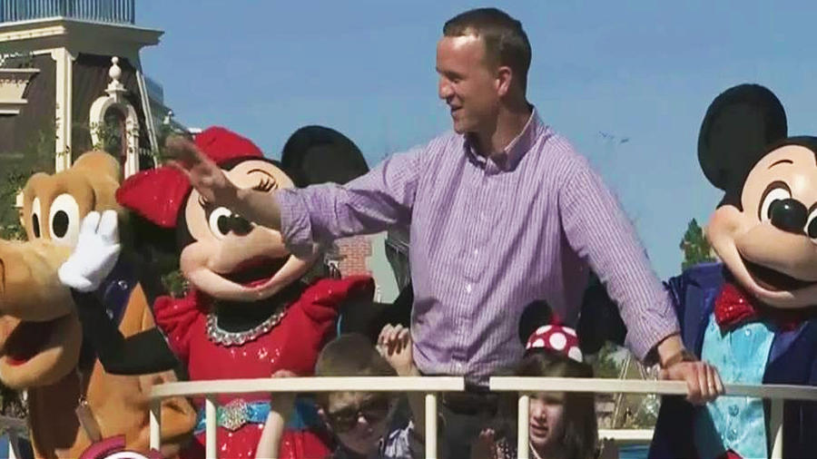 Peyton Manning celebra su triunfo en Disneylandia