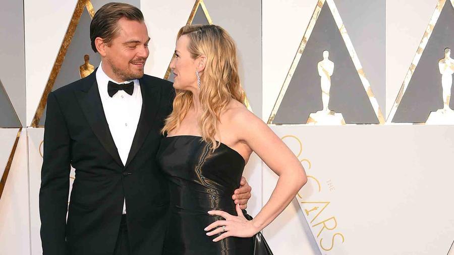 Leonardo DiCaprio y Kate Winslet en la alfombra roja de los Oscar 2016