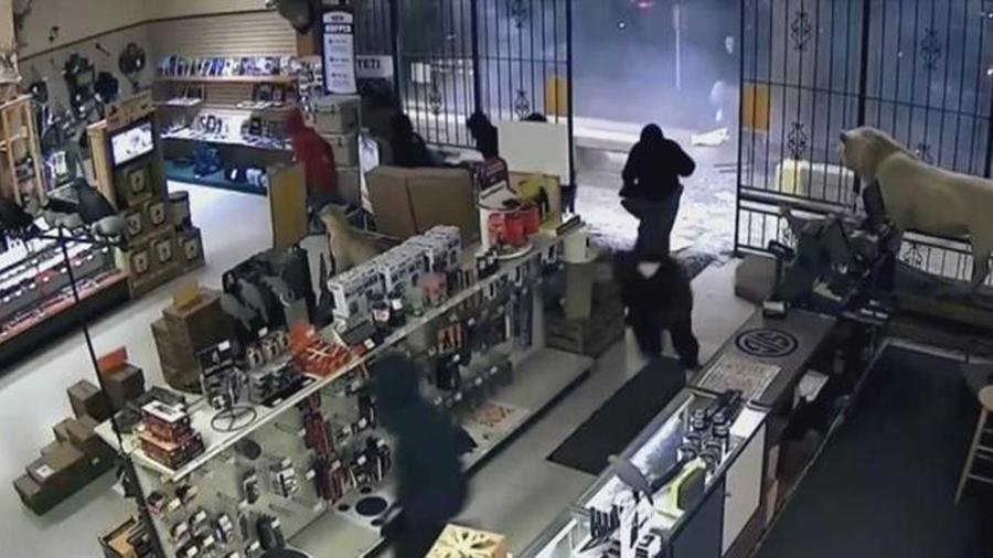ladron roba arsenal