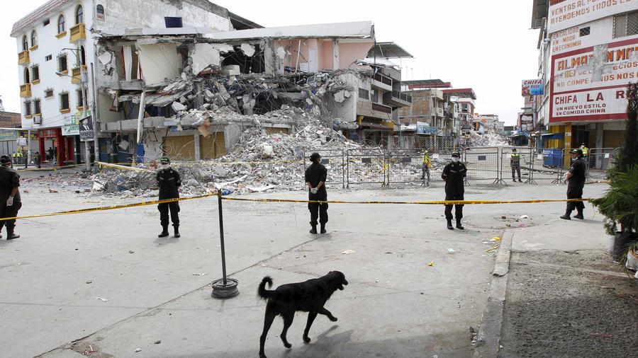cientos de muertos en terremoto ecuador