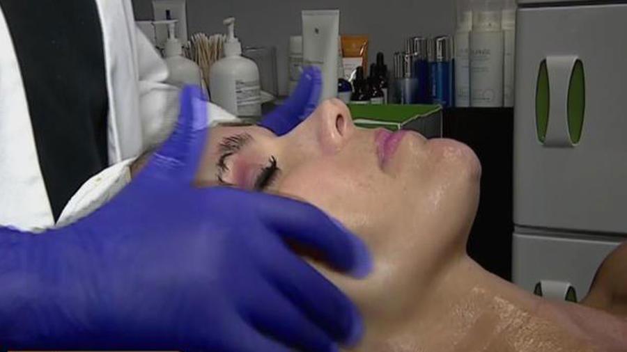 ¡Hazte un hidrofacial para una piel más sana y joven!