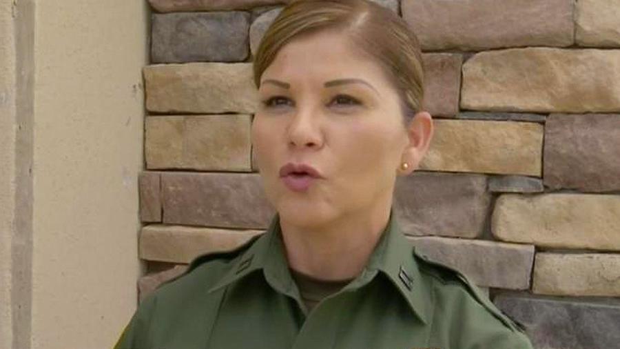 buscan madre de niña abandonada en la frontera