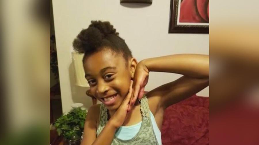 niña afroamericana