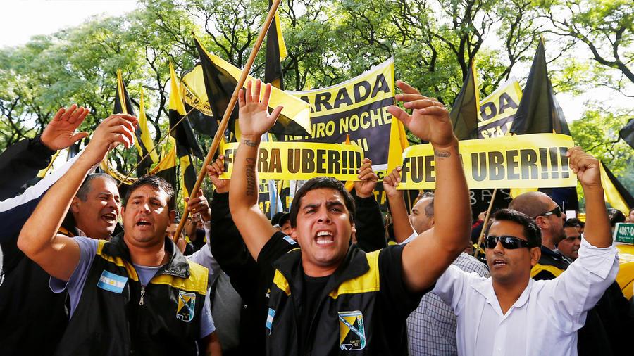 Los taxistas de Argentina y Brasil se unen contra Uber