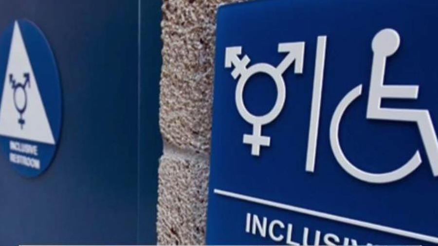 La polémica por los baños transexuales no se detiene