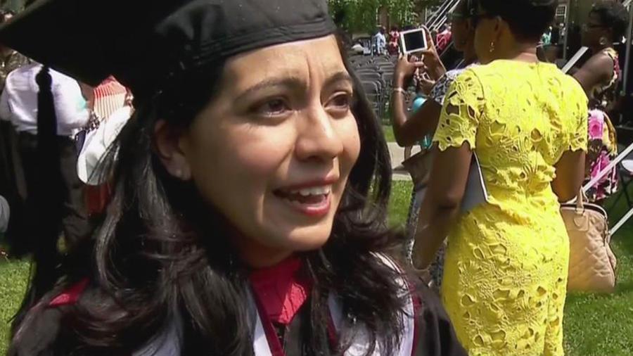 Una jovencita latina cumple el sueño de una vida entera