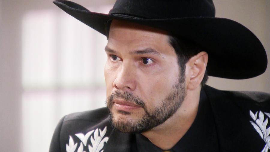 Erika de la Rosa le dice a Aristóbulo Cepeda que Edith González le robó la droga en Eva la Trailera