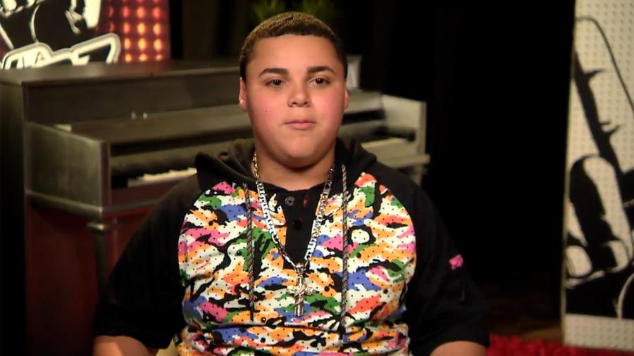 Axel en entrevista con la reportera digital en la segunda gala de La Voz Kids