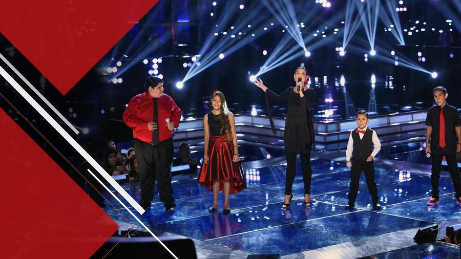 Natalia Jiménez cantando con sus finalistas en la semifinal de La Voz Kids