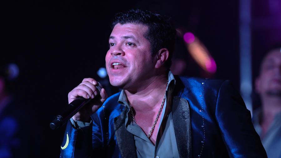 Renuncia el vocalista de La Arrolladora Banda el Limón