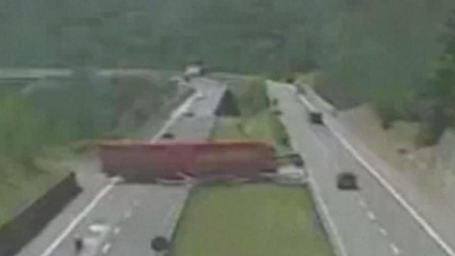 camionero casi provoca tragedia