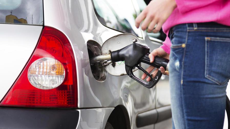 Caída libre de los precios de la gasolina en EEUU