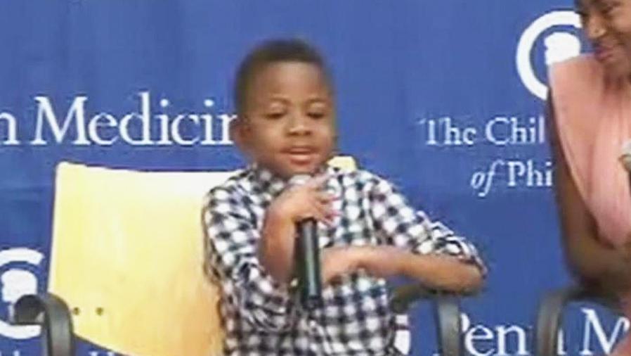 niño con trasplante de manos