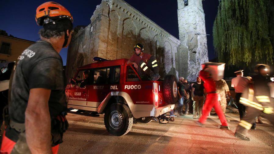 rescates de terremoto en italia