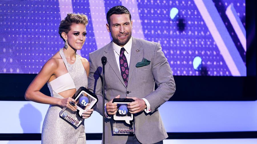 Fernanda Castillo y Rafael Amaya en Premios Tu Mundo 2016