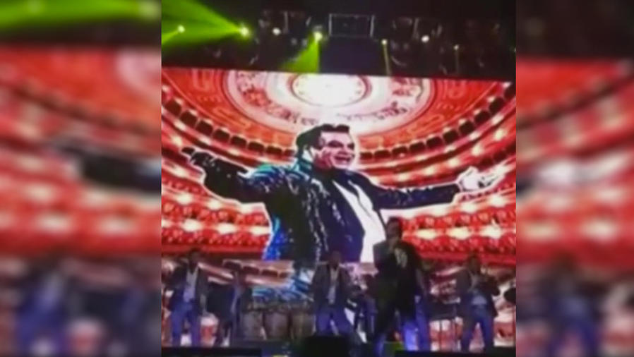 Banda  El Recodo dedica concierto a Juan Gabriel