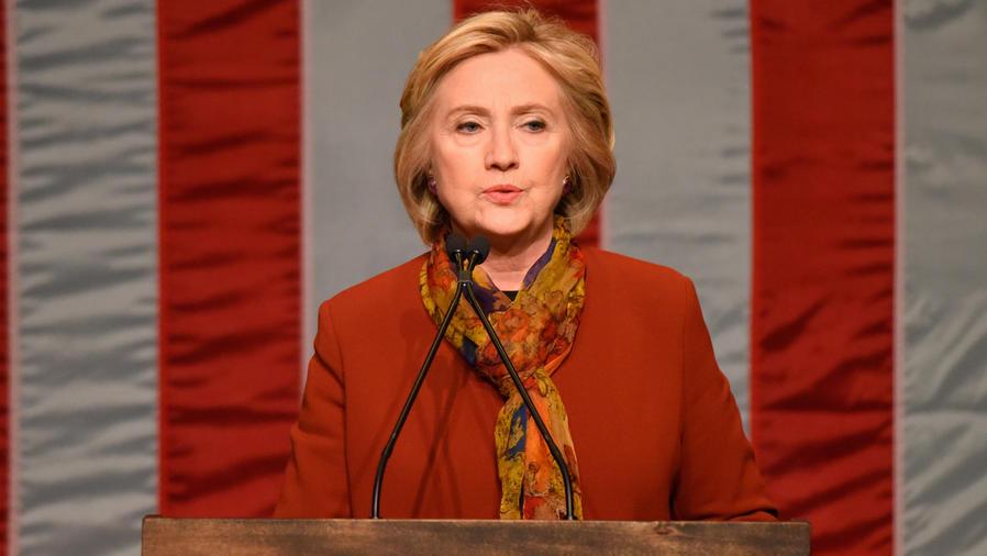FBI revela más datos sobre correos de Hillary Clinton