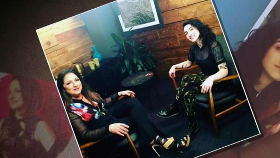 Gloria Estefan entrevistada por su propia hija