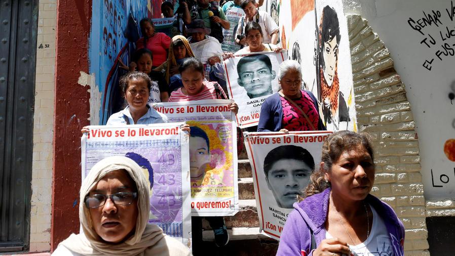 ayotzinapa sigue reclamando a sus desaparecidos