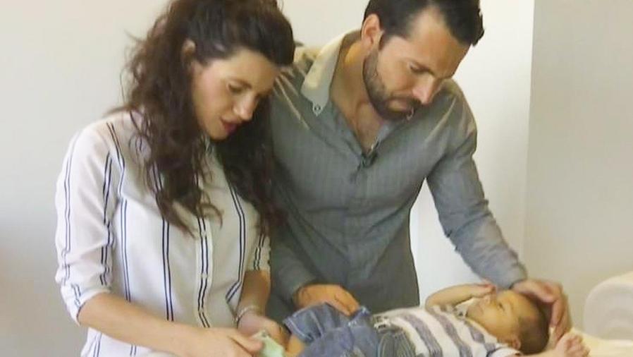 gino del corte con su esposa y bebé